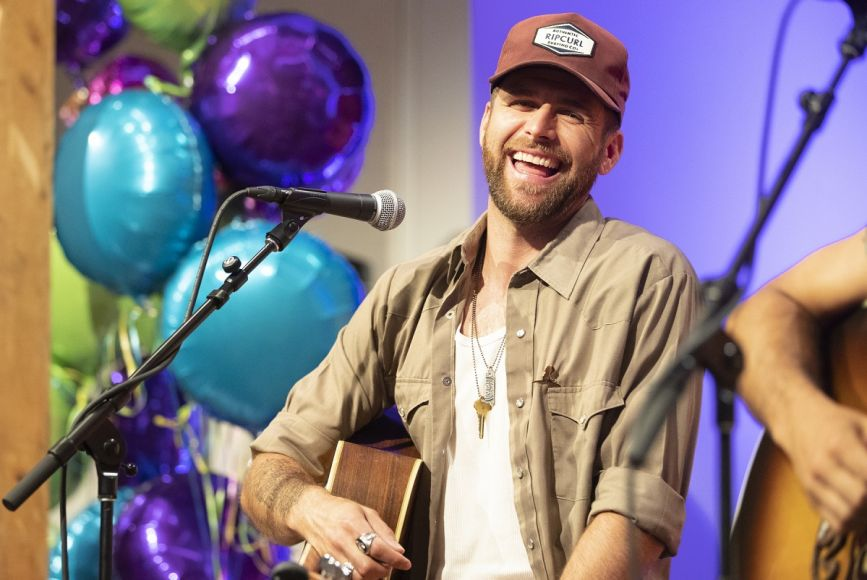 Canaan Smith performs for St. Jude families