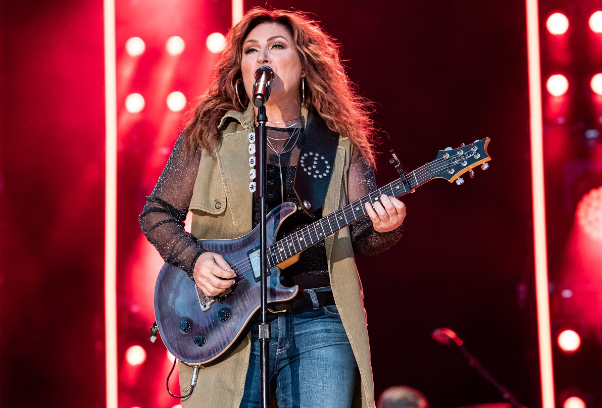 Jo Dee Messina; Photo by Andrew Wendowski