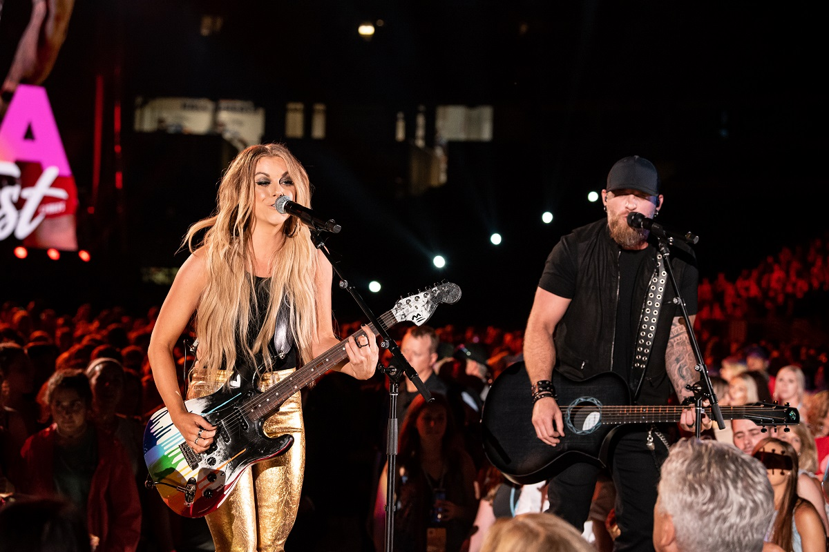Linday Ell and Brantley Gilbert; Photo by Andrew Wendowski