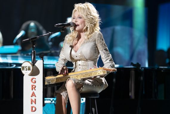 Dolly Parton; 2019 Photo by Chris Hollo © Grand Ole Opry