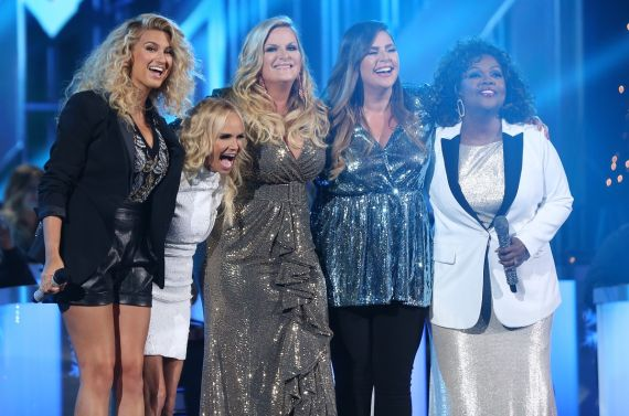 """Trisha Yearwood (center) performs """"Children Go Where I Send Thee"""" with (L – R) Tori Kelly, Kristin Chenoweth, Hillary Scott and CeCe Winans during """"CMA Country Christmas""""; Photo by Hunter Berry/CMA"""