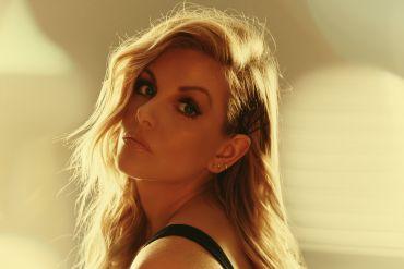 Lindsay Ell; Photo by Jeremy Cowart
