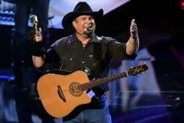 Garth Brooks;Photo by: Todd Williamson/NBC)