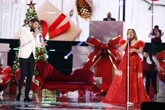 Brett Eldredge, Kelly Clarkson; Photo by: Trae Patton/NBC