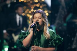 Kelly Clarkson; Photo by: Weiss Eubanks/NBCUniversal