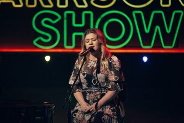 Kelly Clarkson; Photo by Weiss Eubanks/ NBCUniversal
