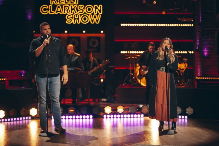 Jake Hoot, Kelly Clarkson, Photo by: Weiss Eubanks/NBCUniversal