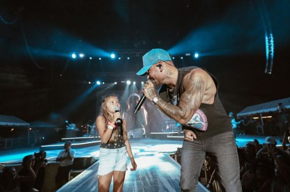 Kane Brown singing with young fan