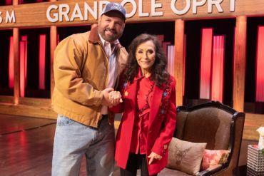 Garth Brooks, Loretta Lynn; Photo by Chris Hollo, Grand Ole Opry